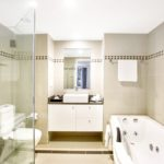 rydges-world-square-bellerieve-suite-bathroom-jr
